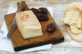 Italiaans hapje voorgerecht Crostini met Thalaggio en Truffelhoning. Recept van Italian Residence Italië vakantiehuizen