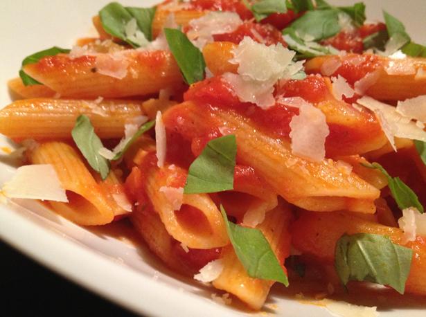 Penne all' arrabbiata pasta met pittige tomatensaus van de smaak van Italian Residence vakantiehuizen vakantie villa Italie