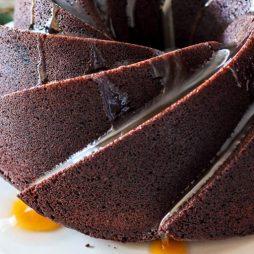 Maak dit heerlijke recept voor een Italiaanse chocolade tulband met rode wijn. Recept van Italian Residence vakantiehuizen agriturismo vaklantie villa Italie