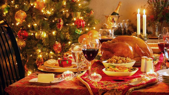 uitgebreide kerstlunch in italie waarvoor men uren in de keuken staat. Kerst in Italie: Tradities en gewoonten