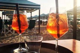 Geniet van een aperol aan de italiaanse kust. Tips van Italian Residence