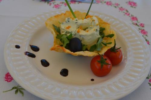 Amuse: Parmezaanse kaas gevuld met sinaasappelroomkaas