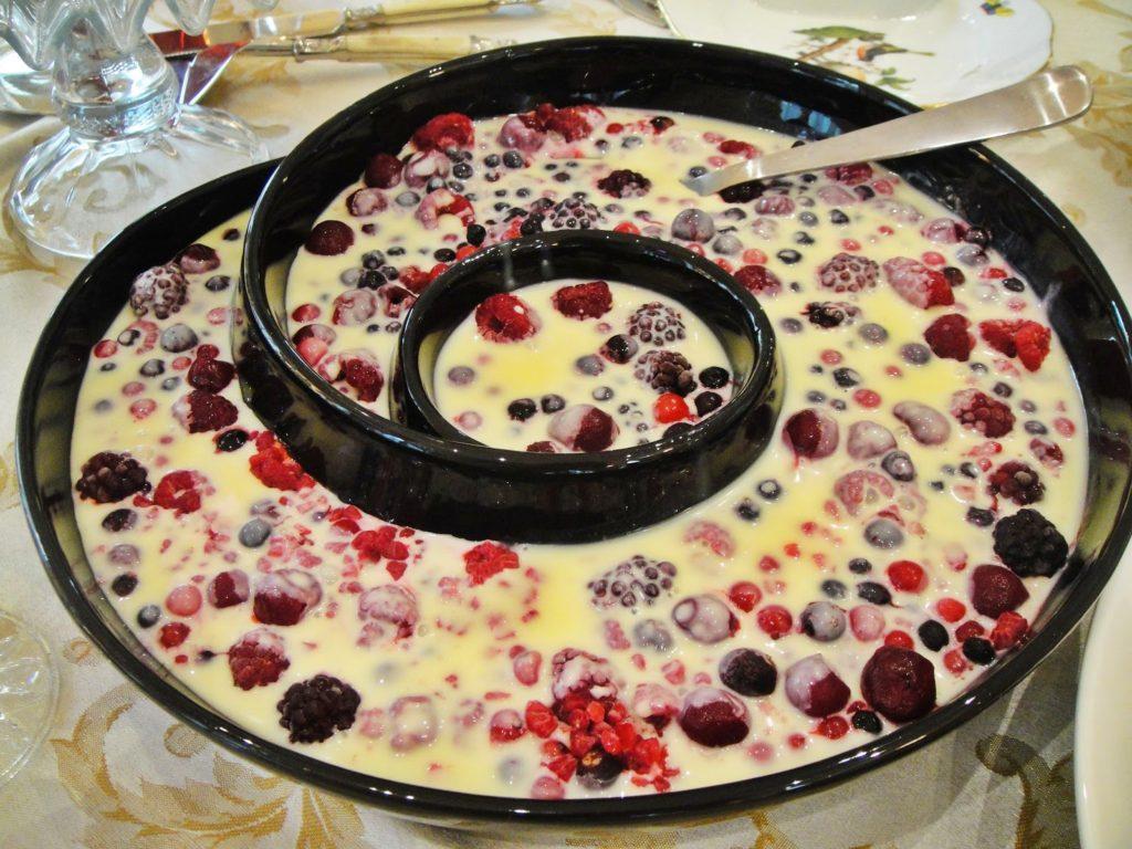 Italiaans kerstdiner de smaak van italian residence Bevroren fruit met warmte witte chocolade dolci nagerecht Italian Residence